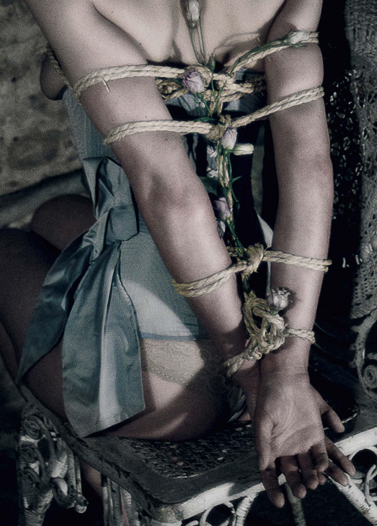 The-Forest-Magazine_Nicolas-Hayward_Carmen-Chaigh_0006