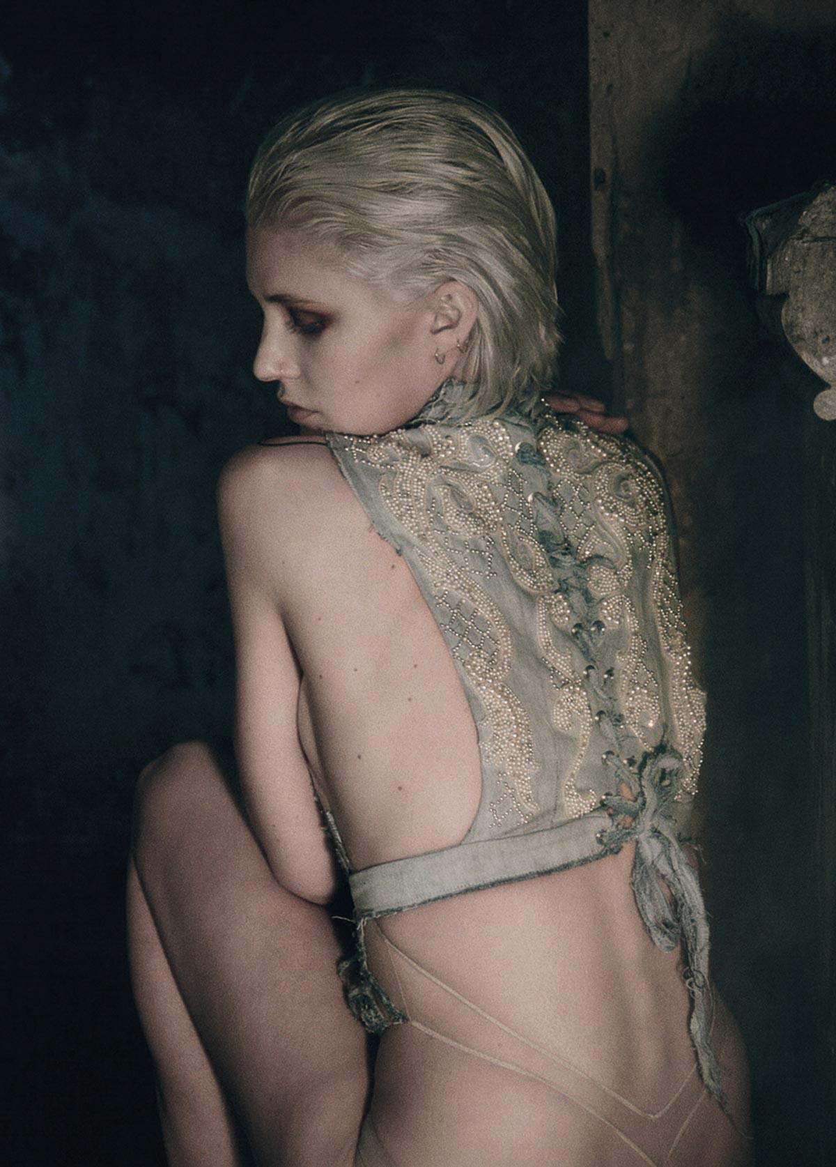 The-Forest-Magazine_Nicolas-Hayward_Carmen-Chaigh_0011
